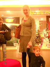 Photo: 12 XII 2015 r.  - Ewa z  Emilką robią zakupy