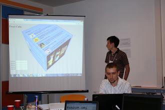 Photo: Команда darts покази тривимірній куб-tweetwall