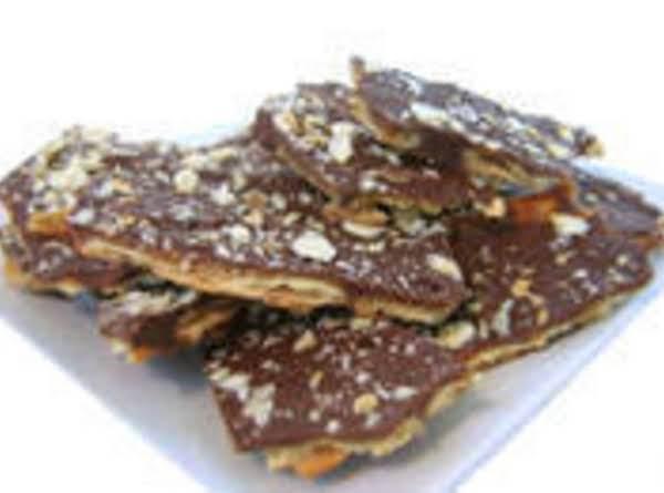 Cracker Candy- Sooo Easy! Recipe
