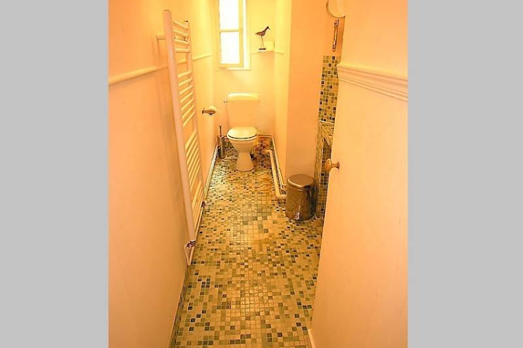 Toilet at 3 bedroom Apartment Rue Du Cherche Midi, St Germain