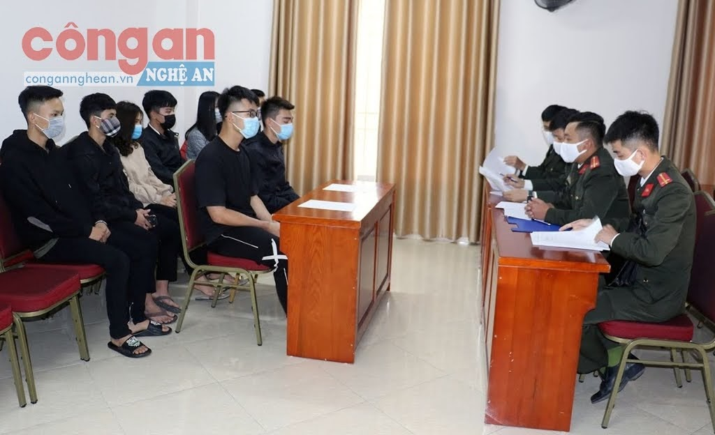 Phòng An ninh Chính trị nội bộ Công an Nghệ An đã tiến hành triệu tập 8 thanh niên có hành vi đưa thông tin sai sự thật lên mạng xã hội, gây hoang mang dư luận trong thời gian vừa qua.