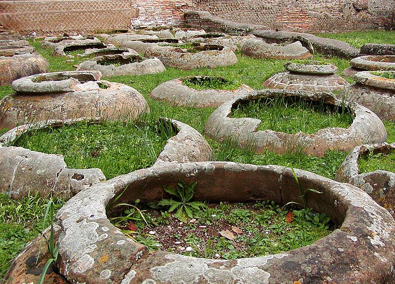 Orci interrati - Ostia Antica (Roma) di Roby1945