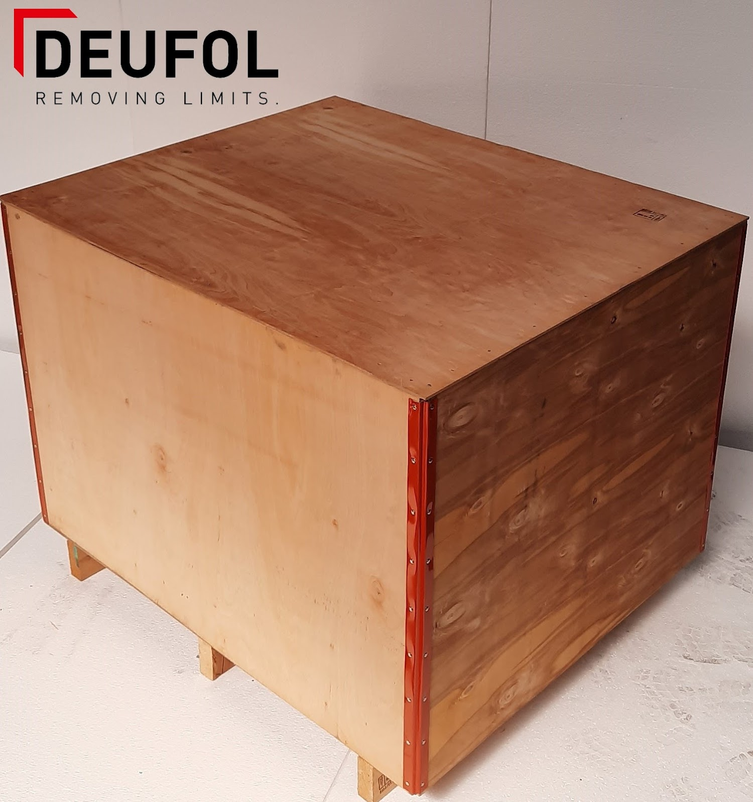 Wooden transport box with lid 120x100x92cm