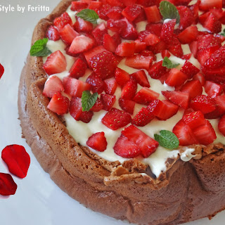 4 Ingredient Strawberries & Cream Chocolate Cake (Flourless)