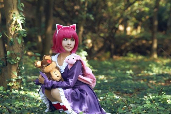 Làm sao bé Annie ngồi giữa rừng thế này, không sợ bị bắt cóc hả?