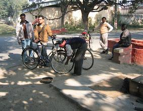 Photo: Polkupyöräkorjaamo kadun kulmassa