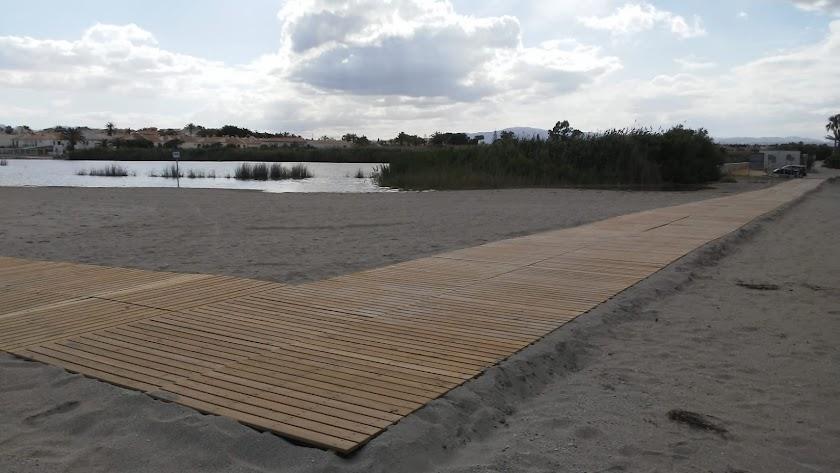 Pasarelas de madera instaladas en La Lagunas.