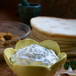 Easy Healthy Homemade Tzatziki Sauce (Cucumber & Greek Yogurt Sauce).