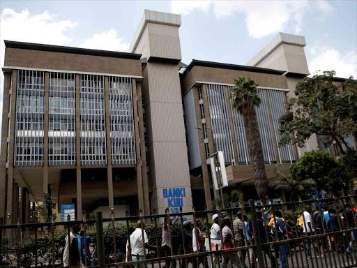 A general view shows people walking past the Central Bank of Kenya headquarters building along Haile Selassie avenue in Nairobi, on October 9, 2017. /REUTERS