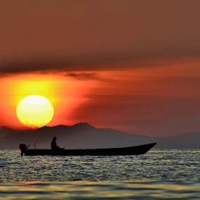 Sun going down by Wahid Hasyim - People Street & Candids ( sunset, photographer, landscape photography, shiluette, landscape, photography,  )