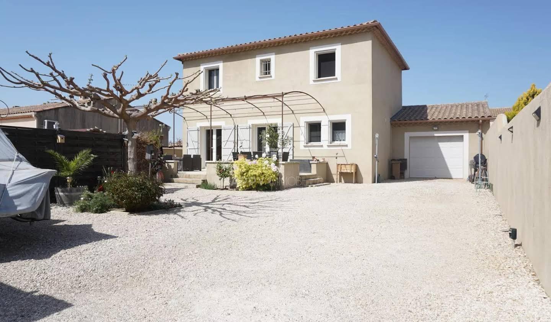 Villa avec piscine Saint-Etienne-du-Grès
