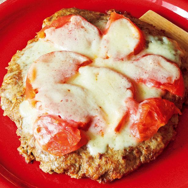 えのきたけを加えて食べごたえアップ!「ハンバーグのピザ風」
