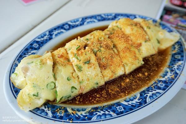 蛋餅裡面居然加了整顆肉粽,無敵飽足感的早餐