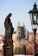 Photo: Praha - pohled z Karlova mostu na kostel sv. Mikuláše (Malá Strana)