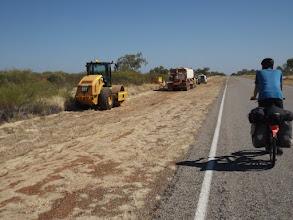 Photo: 11:28 Uhr - km 47: Bauarbeiten am Straßenrand - eine absolute Seltenheit in diesen Tagen