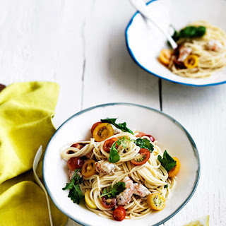 Linguine With Tomato, Prawns And Rocket.