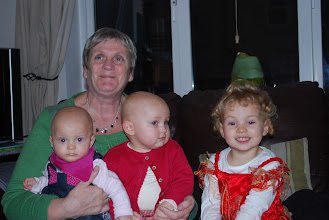 Photo: Adèle and her cousins Holly and Kate