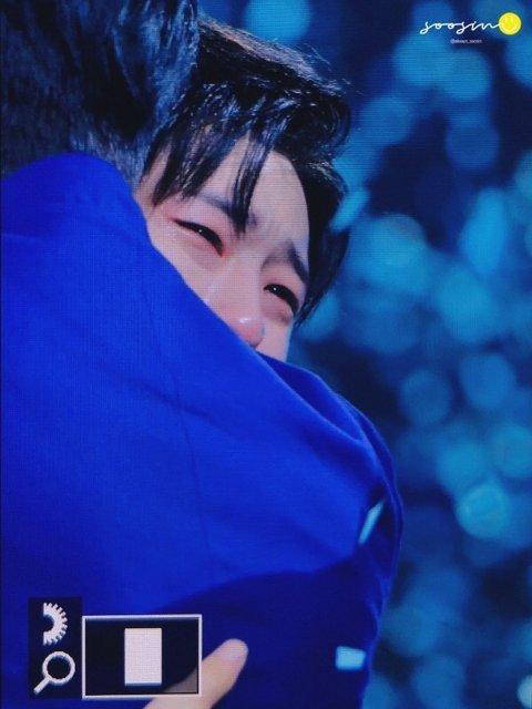 crying seungyeon