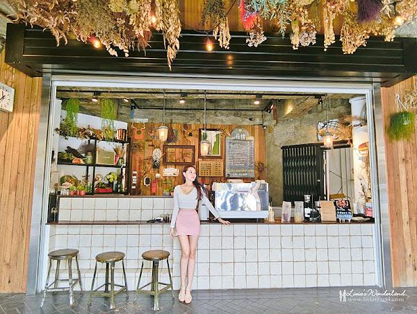 花樓follow coffee。台南美食♥IG超人氣夢幻乾燥花天空~台南最美咖啡廳!♥Livia's Wonderland薇笑樂園