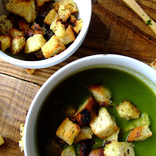 Spinach cream w / Croutons.