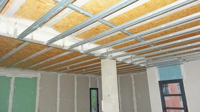 Photo: metaalstructuur tbv plafond woonkamer
