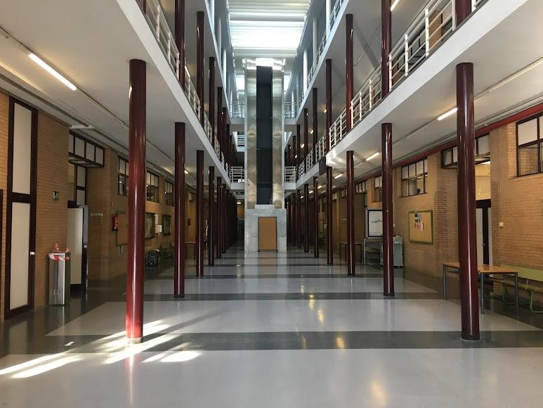 Interior de un aulario a primera hora de la mañana de hoy.