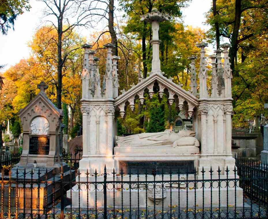 Photo: Неоготична гробниця
