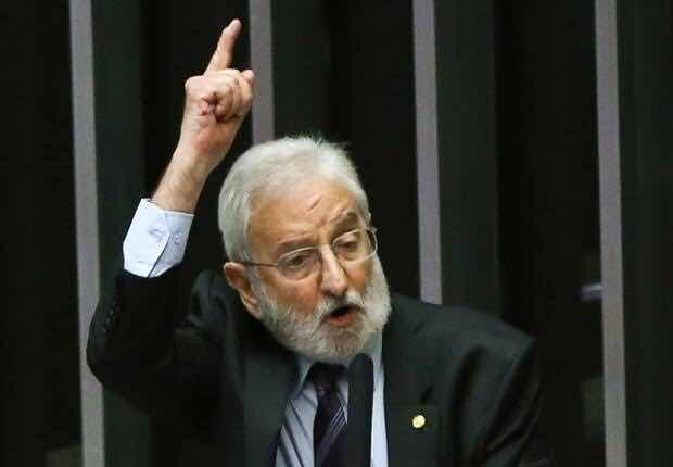 Deputado do PSOL chama Bolsonaro de assassino e miliciano durante manutenção de prisão de Daniel Silveira