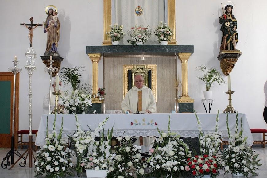 El párroco Julio Ruiz de Zárate; y el sacerdote Roberto Rodríguez.
