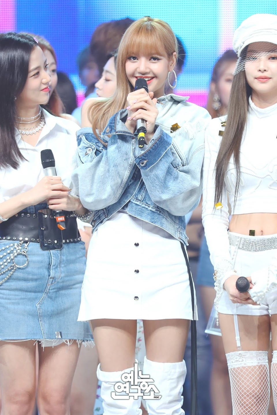 BLACKPINK-Jisoo-Jennie-Lisa-MBC-Music-Core-white-outfit-30-June-2018-photo-2