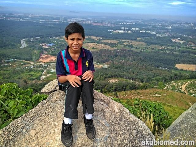 abang long di puncak broga hill