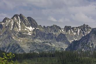 Photo: A Tátra szlovák oldalán a jelzett ösvényeken kívül, hegyi vezető nélkül, legálisan a hegymászó skálán III-as vagy magasabb nehézségű úton lehet mozogni. Emellett hegymászó igazolvánnyal kell rendelkezni, ismerni kell a terepet, rendelkezni kell a megfelelő felszereléssel, és kerülni kell a tiltott területeket. Fotó: Laczkó Zsolt