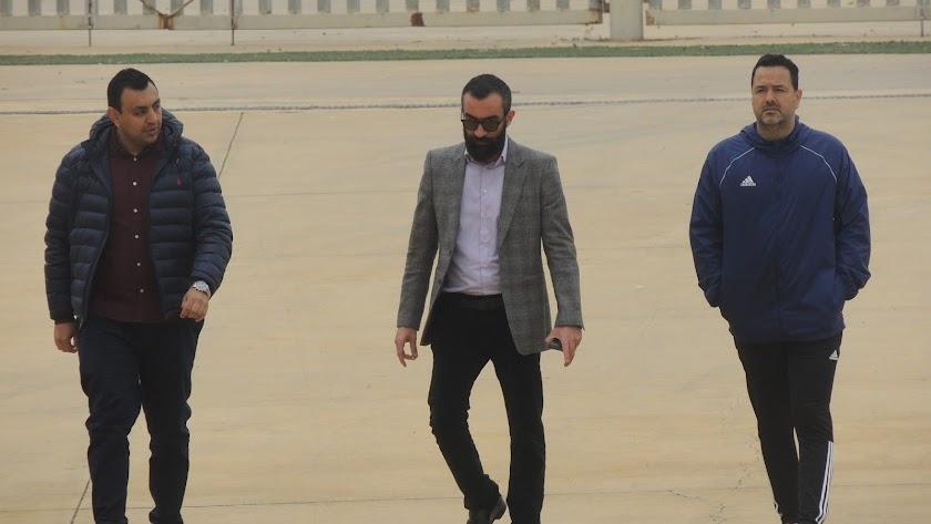 Mohamed Adel, Mohamed El Assy y Diego Maziel camino de la zona mixta.