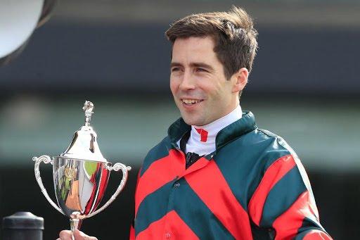 Jugó a los caballos que corría y aunque ganó le salió muy caro: suspenden a jinete australiano 3 años por escándalo de apuestas