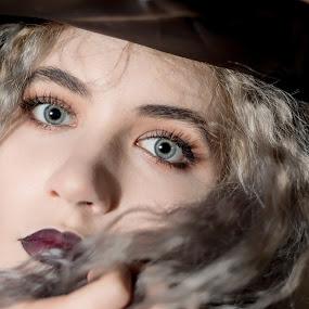 Iza by Grzegorz Wagner - People Portraits of Women ( makeup, oczy, pretty, pi?kno, beauty, young, ceg?a, blonde, girl, portrait, cute, eyes, eye, iza, beautiful, wied?ma, face, hair, witch, model, brick, blue eyes, modelka )
