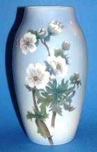 Photo: B&G Porcelain Vase Crystal Porcelain Ware Shop www.crystalporcelainwareshop.com