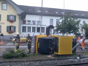 Photo: Auf diesem Bild sieht man deutlich wie die Strassenlaterne beschädigt wurde.