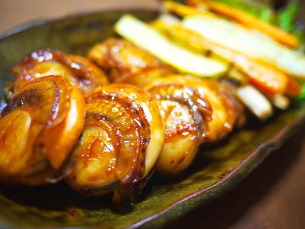 帆立貝也可以用醬燒、醬烤的方式料理,經烤過的帆立貝口感會更加扎實富嚼勁,下酒、下飯超適合。