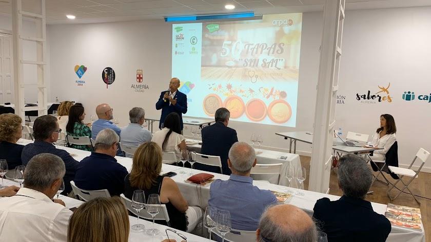 Periódicamente se realizan talleres con degustación para dar a conocer la labor de la asociación y su libro.