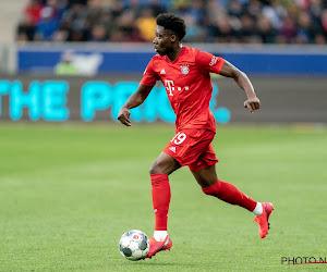 """🎥 Alphonso Davies stelt immense snelheid weer tentoon: """"Hij staat fout gepositioneerd, maar dan is het even 'Meep, meep, hier komt de FC Bayern Road Runner'"""""""