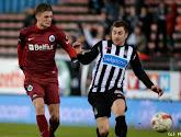 Sterkhouder Charleroi verlengt zijn contract