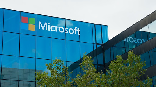 Microsoft's cloud strategy is paying dividends and winning over market confidence.