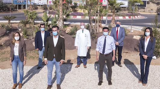 El Hospital Torrecárdenas mejora su entorno con 200 árboles y 13.000 plantas