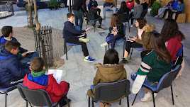 Actividad de los clubes de lectura de Purchena realizada en un espacio público.