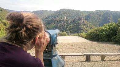 Photo: Kasteelruïnes van Lastours bekijken