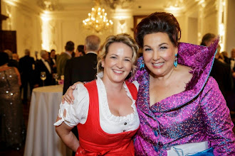 Photo: Daniela Kainz (http://eventagentursalzburg.blogspot.co.at/) und Suzanne Harf Protokollchefin der Salzburger Festspiele (http://www.salzburgerfestspiele.at/)