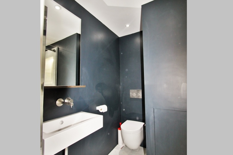 Toilet at Modern Serviced Apartment, Louvre
