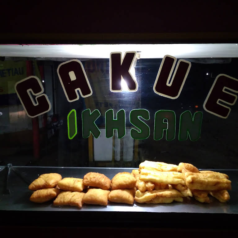 Cakue odading ikhsan - Cakue odading ikhsan adalah makanan khas Bandung  terkenal dari jaman dulu sampai sekarang, jajanan murah meriah super kenyang