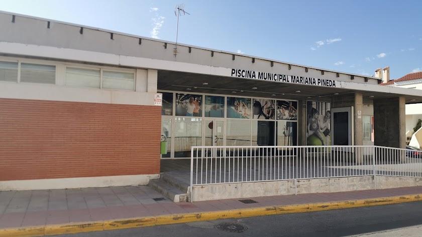 Exterior de las instalaciones de la Piscina Municipal Cubierta.