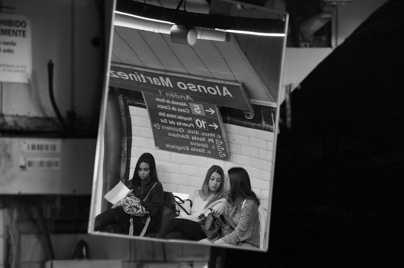 Esperando el metro di Giomi
